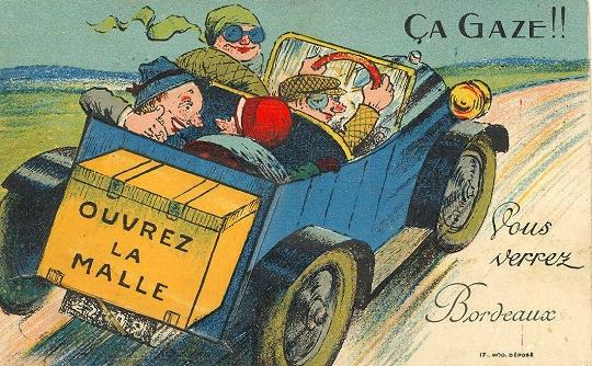 Image d'une voiture décapotable, avec parents et enfants, en route vers le bord de mer
